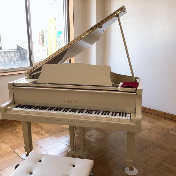 新スタジオにピアノ搬入